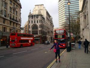 cerveny dloubledecker autobus v Londyne